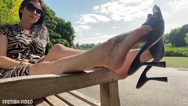 Feetwonders_-_Prolonged_dangling_outdoors.mp4.00009.jpg