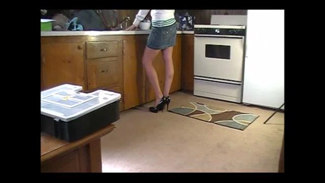 Watch Online Porn – High Heel Temptations – Sexy Lexi Lynn Kitchen Work (MP4, SD, 854×480)