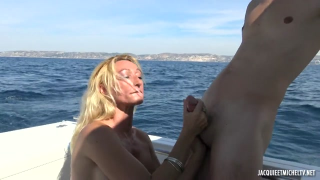 JacquieEtMichelTV_presents_Betty__46__Loves_The_Double_At_Sea___30.07.2020.mp4.00003.jpg
