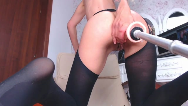 MILF_love_fucking_machine_and_try_new_dildo.mp4.00006.jpg