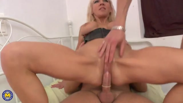 Mature.nl_presents_Therese_Dune__EU___50_.mp4.00010.jpg