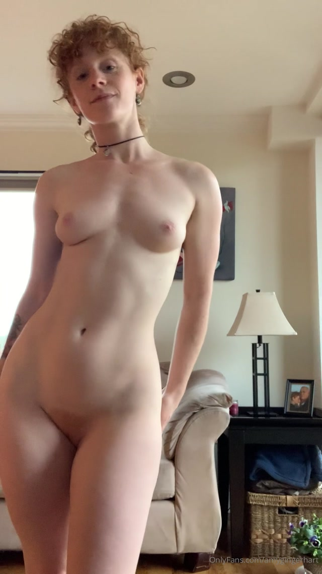 amygingerhart_24-04-2020_Packed_Daddy_some_lunch_caught_up_with_my_girlfriends_and_now_I_m_just_gently_grooving_wak.mp4.00014.jpg