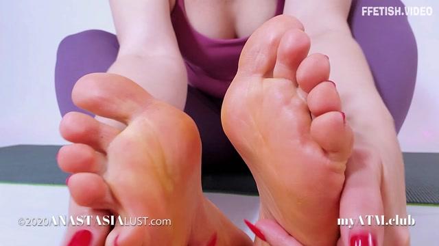 Anastasia_Lust_-_Cursed_By_My_Feet.mp4.00011.jpg