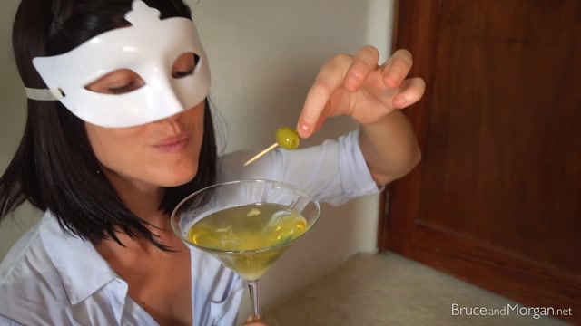 BruceAndMorgan_presents_20.06.12_dirty_martini.mp4.00012.jpg