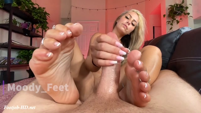 Close_up_FJ_-_Moody_Feet.mp4.00002.jpg