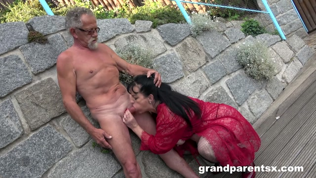 GrandParentsx_presents_Old_Slut_Showing_Everybody_How_To_Fuck.mp4.00001.jpg