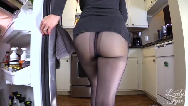 Lady_Fyre_-_Cum_for_Step_Mommys_Pantyhose.mp4.00010.jpg