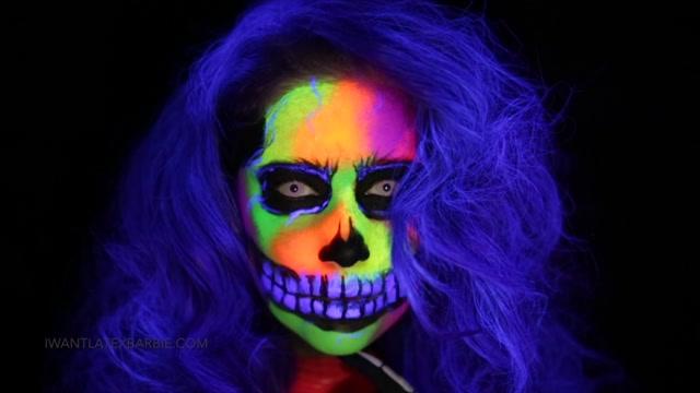 Latex_Barbie_-_Living_Dead_Girl.mp4.00003.jpg