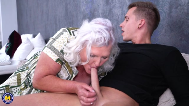 Mature.nl_presents_Juliene__67_.mp4.00003.jpg