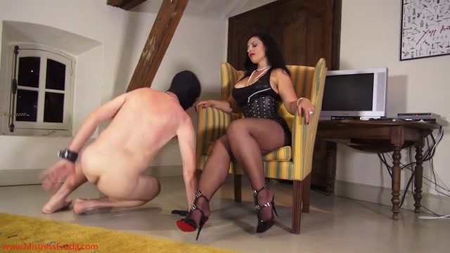 Mistress_Ezada_Sinn_-_Ass_worshiping_slave.mp4.00001.jpg