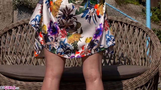 Pjgirls_presents_Chrissy_Fox_-_Outdoor_-_2020-06-26.mp4.00007.jpg