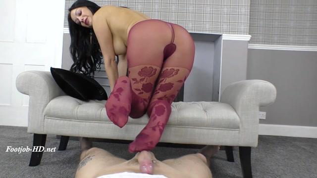 Sexy_Tease___Denial_Footjob_-_Cassie_Clarke.mp4.00014.jpg