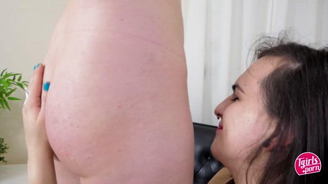 TGirls.porn_presents_Roxi_Heart___Nikki_Jaee_-_28.07.2020.mp4.00002.jpg