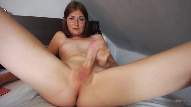 arianalarssen_25-06-2020_Masturbating_with_legs_spread.mp4.00000.jpg