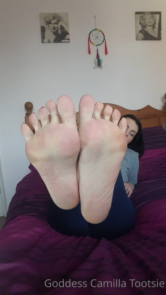 camilla_tootsie_10-05-2020_My_sexy_soles_in_action.mp4.00008.jpg