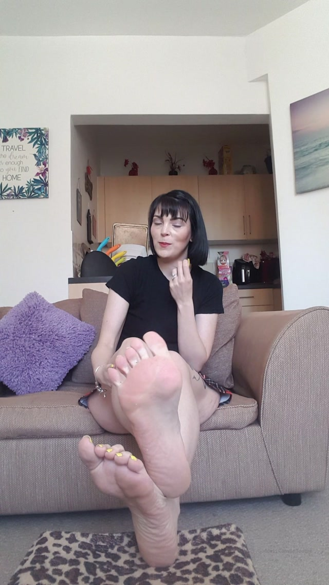 camilla_tootsie_19-04-2020_Babysitter_role_play.mp4.00002.jpg