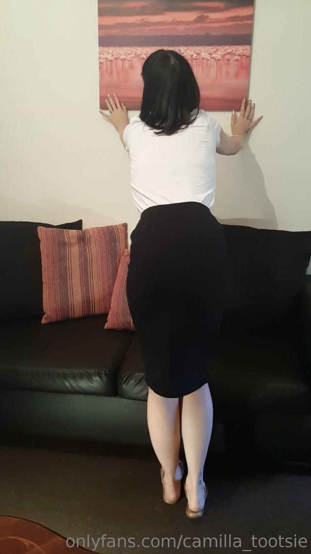 camilla_tootsie_19-05-2019_I_am_always_being_watched__41_._A_little_candid_treat_for_you_guys__41_.mp4.00009.jpg