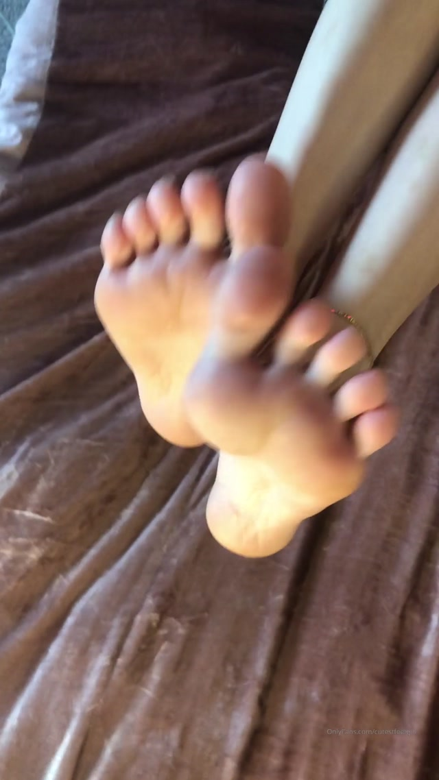 cutestfeetgirl_04-04-2020_Stripping_my_thigh_high_socks_off_to_show_off_my_soft_soles_for_you.mp4.00013.jpg