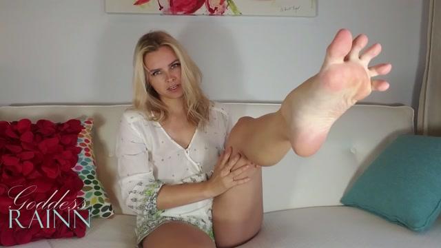 goddess_rainn_homewrecking_feet.mp4.00001.jpg