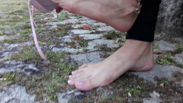 lolitafeet_08-03-2019_You_need_to_look_more_closely._Look_at_how_my_feet_got_s.mp4.00010.jpg