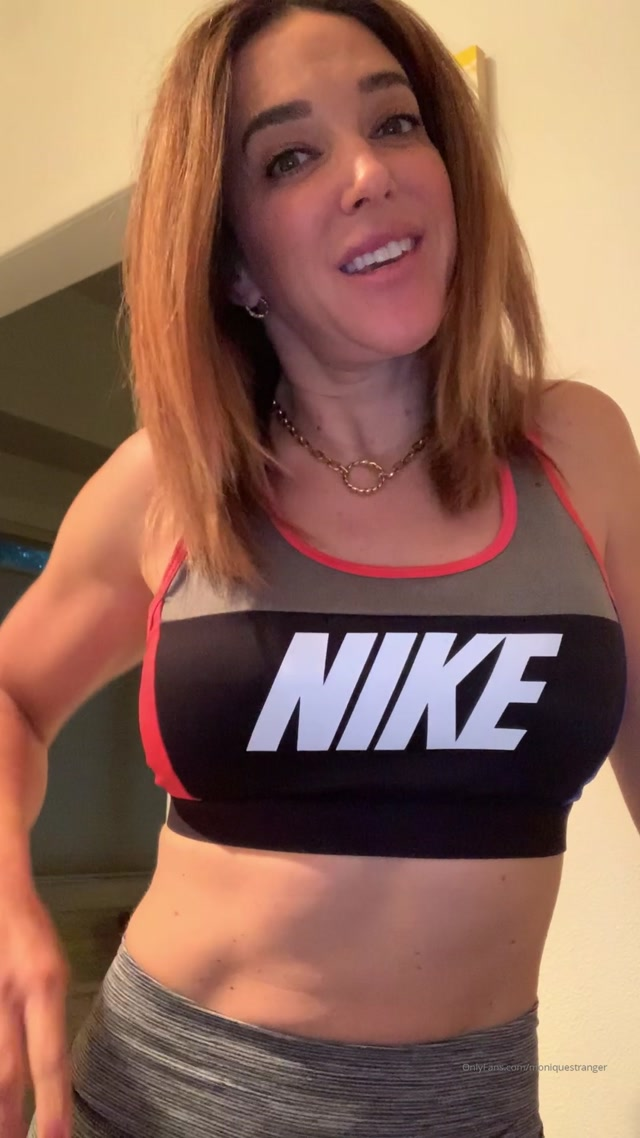 moniquestranger_08-01-2020_Feeling_fine_and_fit_-_check_out_my_ass.mp4.00007.jpg