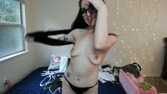 Alexis_Lynn_-_Stripper_in_Glasses_gives_her_best_Tipper_a_BJ.mp4.00009.jpg