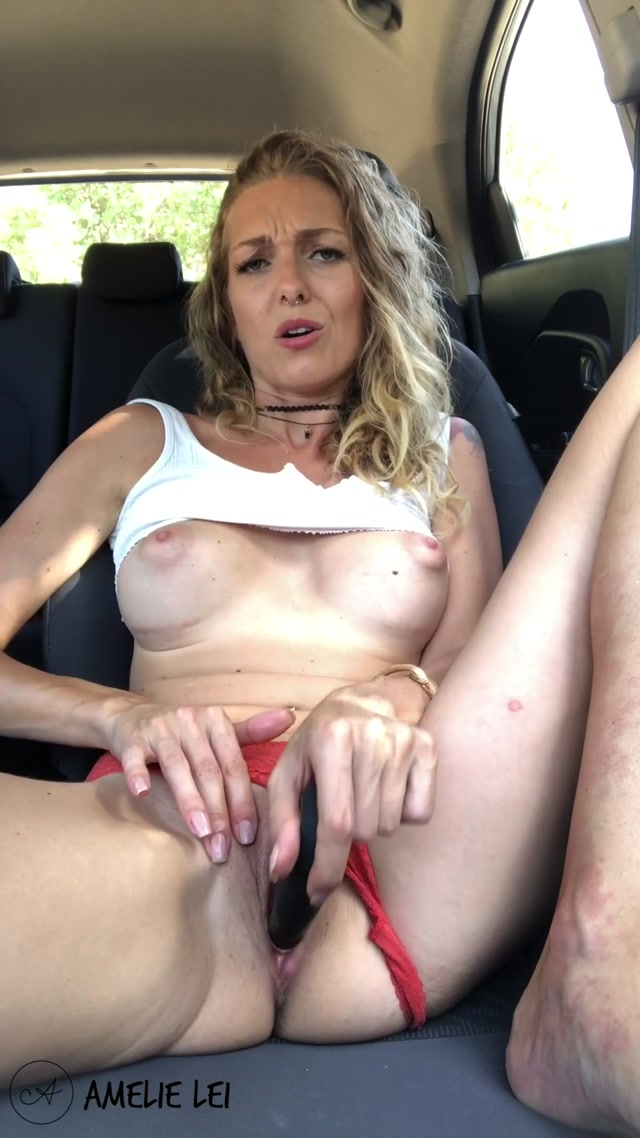 Amelie-Lei_-_Cute_German_Blonde_Girl_is_Masturbating_in_her_Car.mp4.00010.jpg