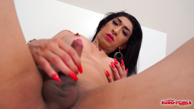 Euro-tgirls_presents_Veronica_s_Huge_Orgasm___15.09.2020.mp4.00014.jpg