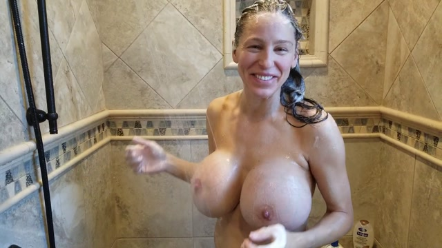 Heather_Harmon_20-08-18_I_think_this_is_the_2nd_video_I_ve_ever_taken_in_the_shower._Jim_surprised.mp4.00004.jpg