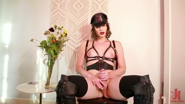 Kink_presents_Janie_Blade_Leather_Mommy_-_01.09.2020.mp4.00002.jpg