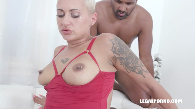 LegalPorno_presents_Lolly_Glam_enjoys_african_champagne_and_gets_2_cocks_in_the_ass_with_anal_fisting_IV519_-_26.09.2020.mp4.00011.jpg