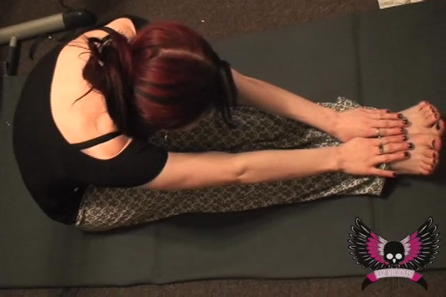 Liz_Vicious_-_Push-ups_and_Suck_Downs.mov.00007.jpg