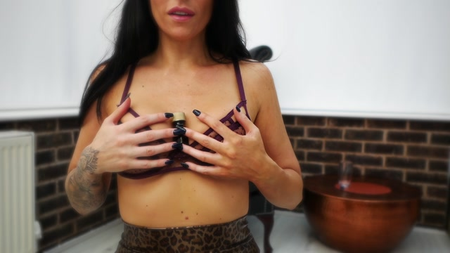 Miss_Dee_-______niff__troke_or_Pay__The_Findom_Dice_Game_.mp4.00006.jpg