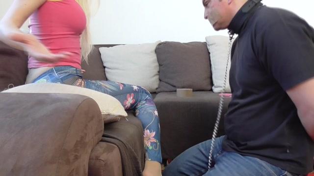 Mistress_Lynna_In_Scene__Feet_Smelling_99___FEMDOM-AUSTRIA.mp4.00012.jpg