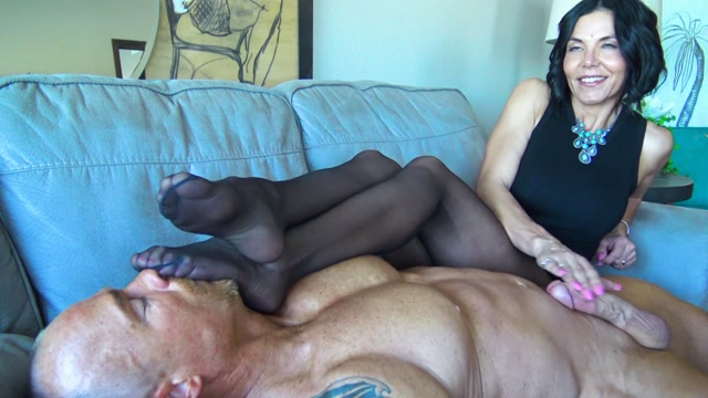 My_smelly_nylons_are_better_than_sex_for_you__loser___-_Goddess_Zephy.mp4.00009.jpg