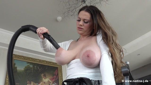 Nadine-J.de_presents_Mary_Selino_-_Vacuum_Cleaner_-_21.09.2020.mp4.00005.jpg