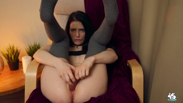 TrueAmateurs_presents_Reislin_-_Horny_Teen_In_Long_Knee_Socks_Loves_Her_Big_Dildo_In_Her_Pussy___14.09.2020.mp4.00008.jpg