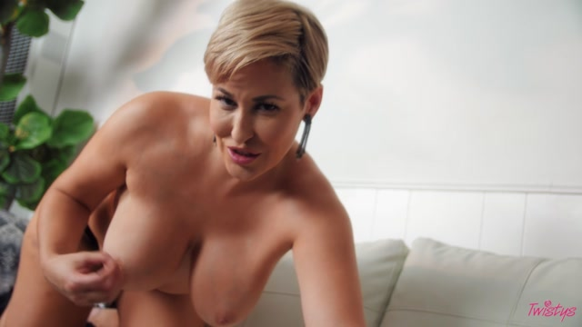 Twistys_presents_Ryan_Keely_-_Lazy_Afternoon_with_Ryan_Keely___09.09.2020.mp4.00004.jpg