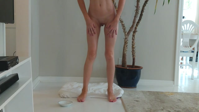 VieraMayXXX_-_Lotion_On_My_Feet_And_Toes_For_You.mp4.00015.jpg