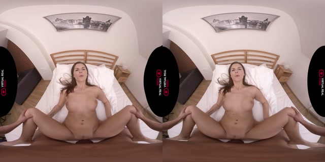 Virtualrealporn_presents_Soap_it_good_-_Jenifer_Jane_4K.mp4.00012.jpg