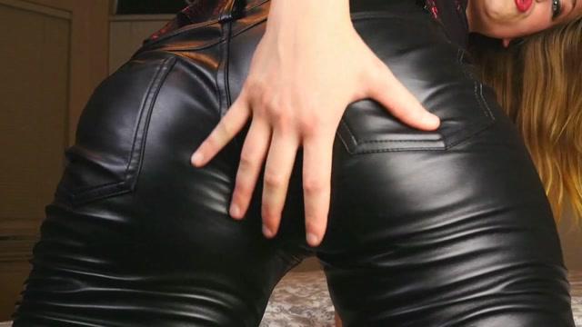 Xev_Bellringer_-_Jack_Off_to_Me_in_Leather.mp4.00011.jpg