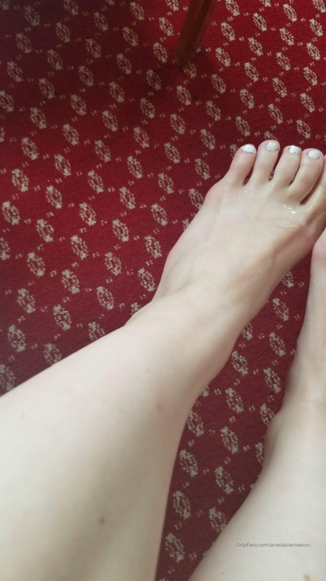 anastasiarosexxx_17-11-2019_I_love_when_my_feet_are_covered_in_cum_footfetish_cumonfeet_feet.mp4.00002.jpg