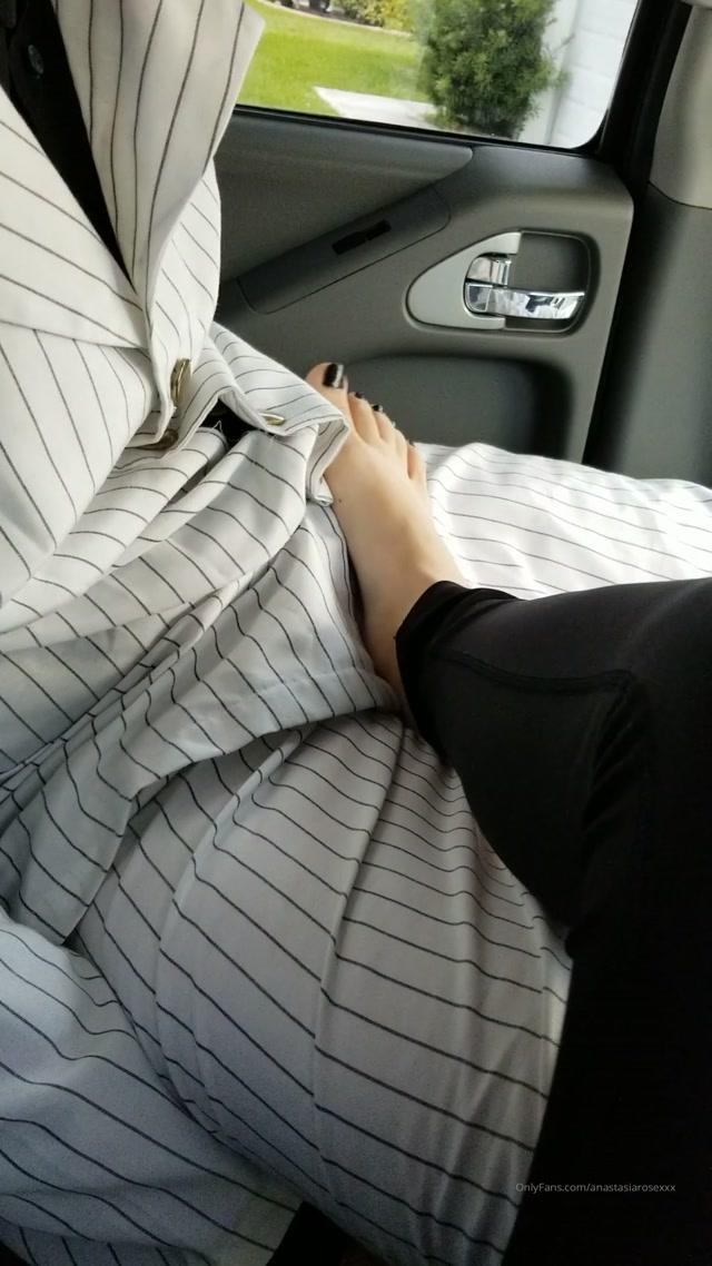 anastasiarosexxx_30-10-2019_Feet_in_ya_face_rootdawg25.mp4.00003.jpg