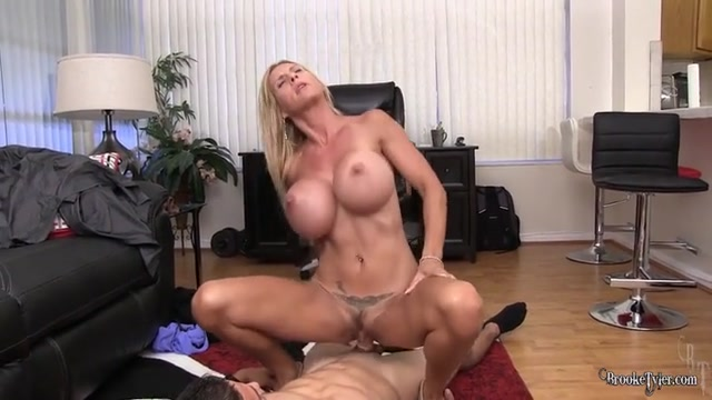 brooketyler_04-05-2017_When_a_MILF_wants_a_cock_in_her...a_MILF_gets_a_cock_in_.mp4.00012.jpg