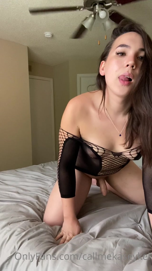 callmekaseykei_19-08-2020_Like_my_dress.mp4.00003.jpg