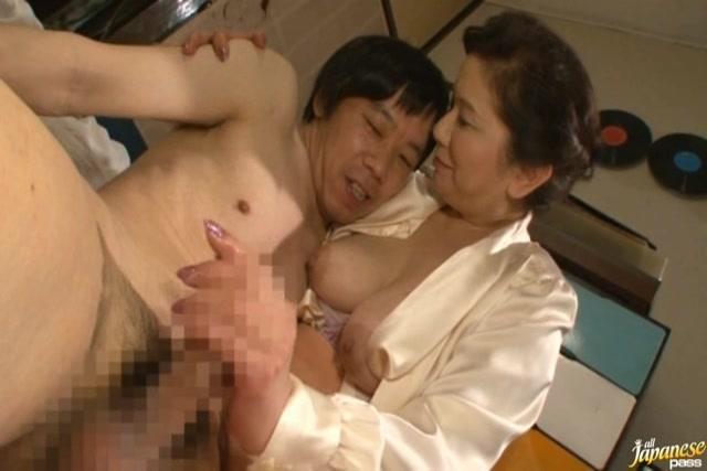 Japanese Mom Bathes Son