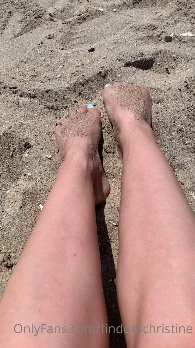 findomchristine_10-08-2020_Beach_toes.mp4.00000.jpg