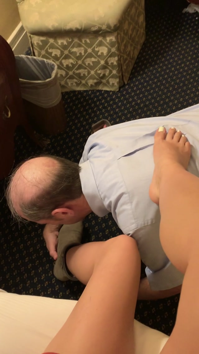 findomchristine_13-11-2019_So_weak_for_my_perfect_toes.mp4.00004.jpg