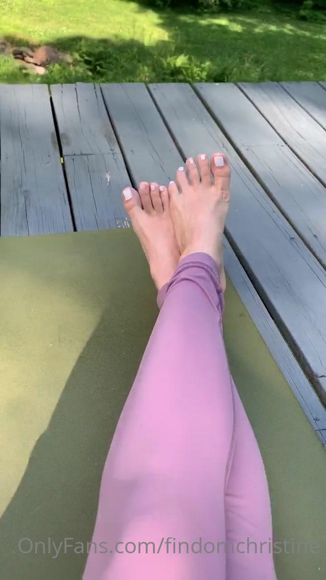 findomchristine_24-06-2020_White_hot_toes.mp4.00011.jpg