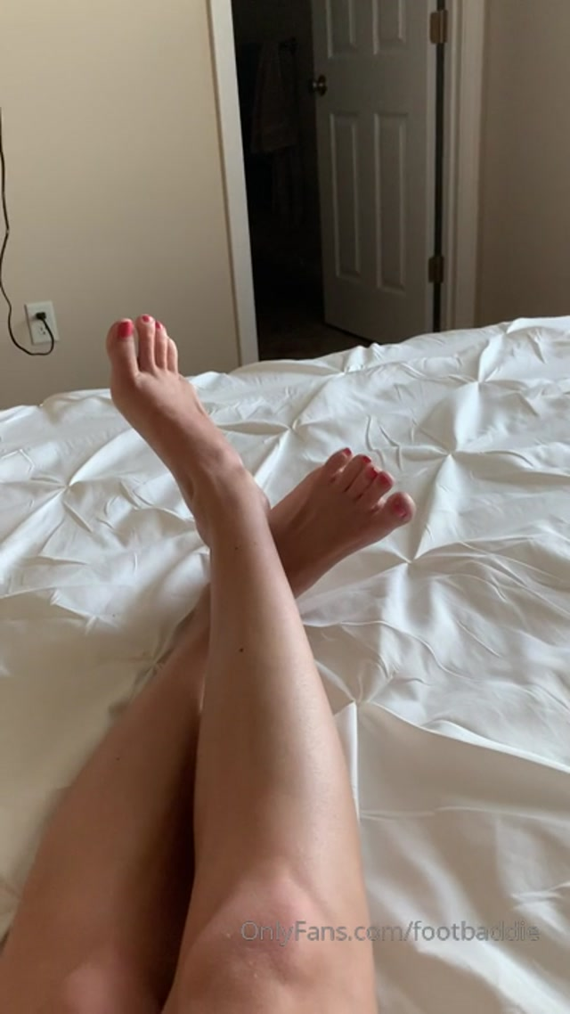 Watch Free Porno Online – footbaddie 15-08-2019 Worship them NOW. My wrinkley soles demand attention from your credit card (MP4, HD, 404×720)